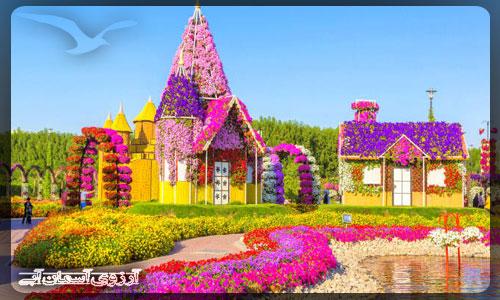 خانه هايي با گل در باغ معجزه دبي _ آسمان آبي