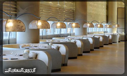 رستوران در برج خليفه دبي _ آسمان آبي